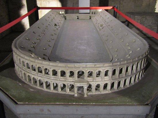 ROME WITH KIDS STADIUM MODEL