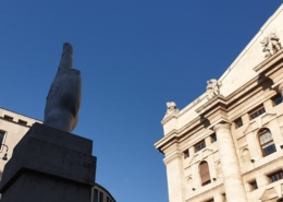 The squares of Milan Tours: vibrate and intense, frantic energy of the city
